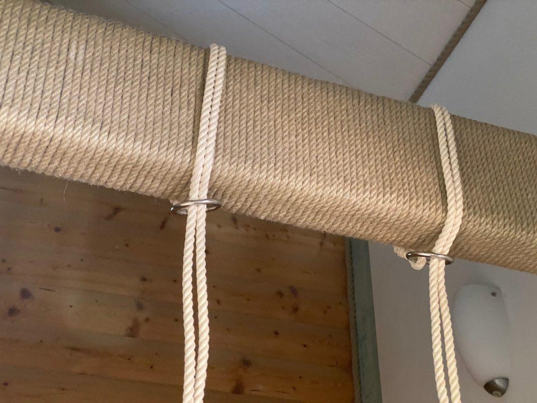 Hvis du har bjælker derhjemme, kan du hænge din børnegynge eller babygynge op uden en krog og uden at skulle bore huller.
